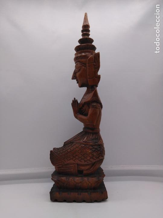 Arte: Preciosa y antigua escultura budista muy trabajada y tallada de una pieza en madera. - Foto 3 - 95594119