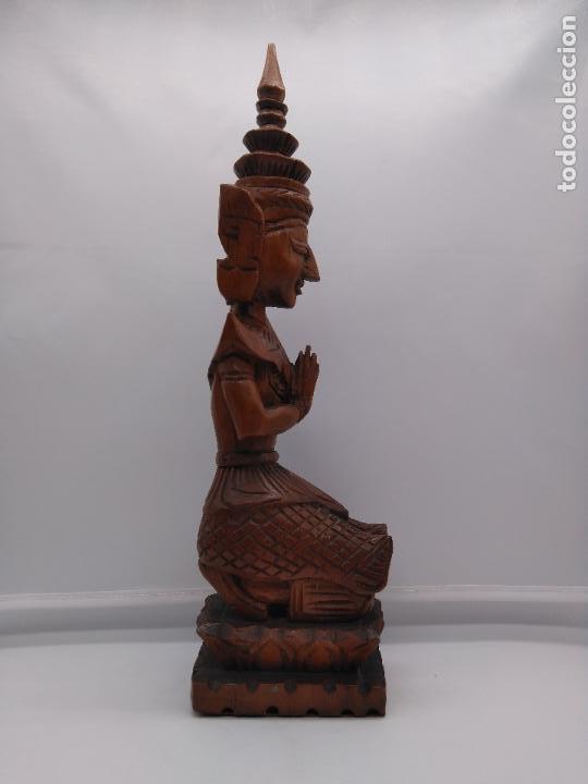 Arte: Preciosa y antigua escultura budista muy trabajada y tallada de una pieza en madera. - Foto 6 - 95594119