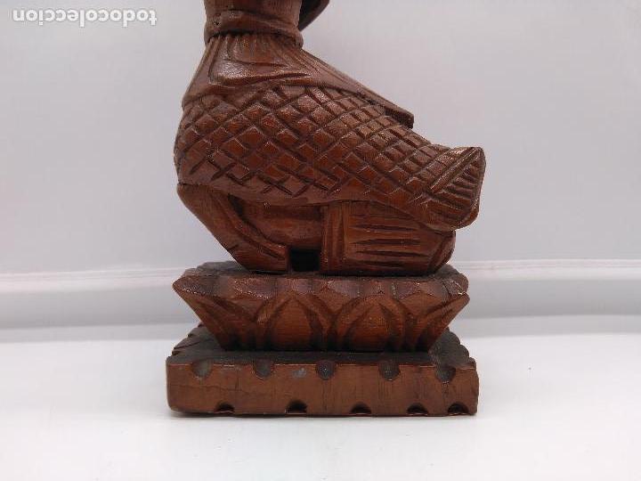 Arte: Preciosa y antigua escultura budista muy trabajada y tallada de una pieza en madera. - Foto 7 - 95594119