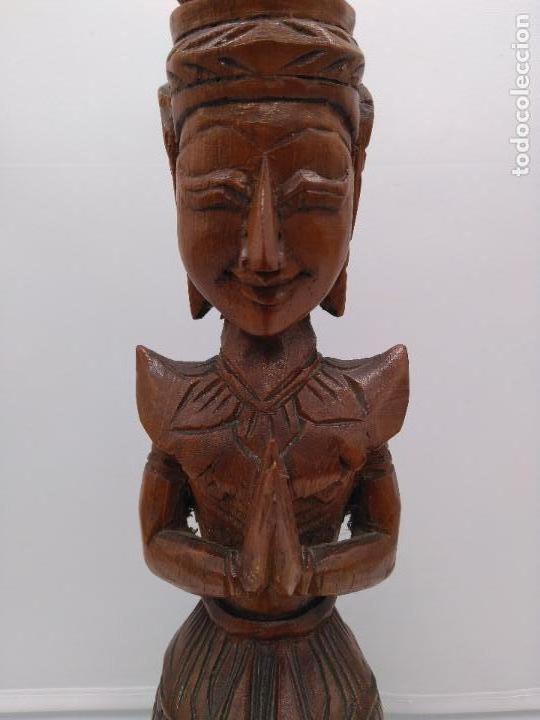 Arte: Preciosa y antigua escultura budista muy trabajada y tallada de una pieza en madera. - Foto 9 - 95594119