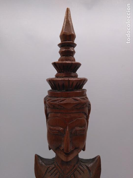 Arte: Preciosa y antigua escultura budista muy trabajada y tallada de una pieza en madera. - Foto 10 - 95594119