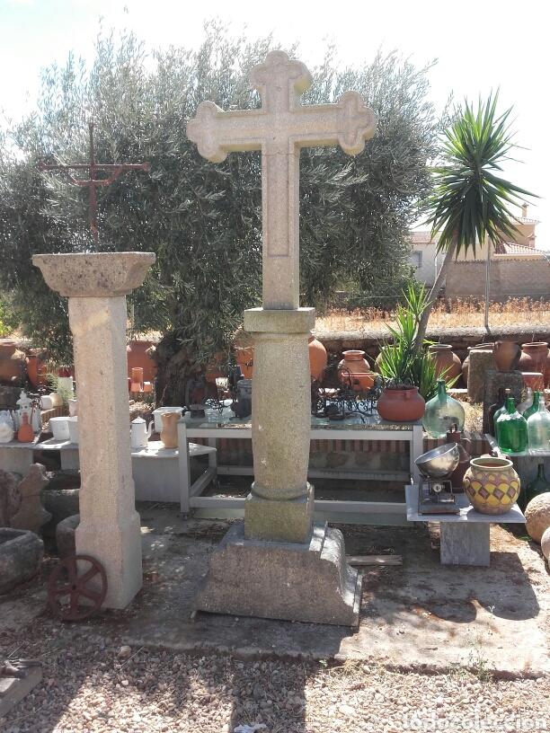 CRUZEIRO EN PIEDRA DE GRANITO COMPUESTO POR BASE COLUMNA Y CRUZ (Arte - Escultura - Piedra)