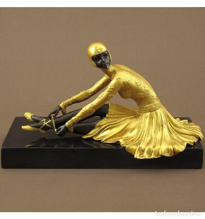 Arte: Esculturas. Escultura artesanal dorado en bronce a la cera perdida Mujer Art Decó sentada Tanara - Foto 2 - 98590075