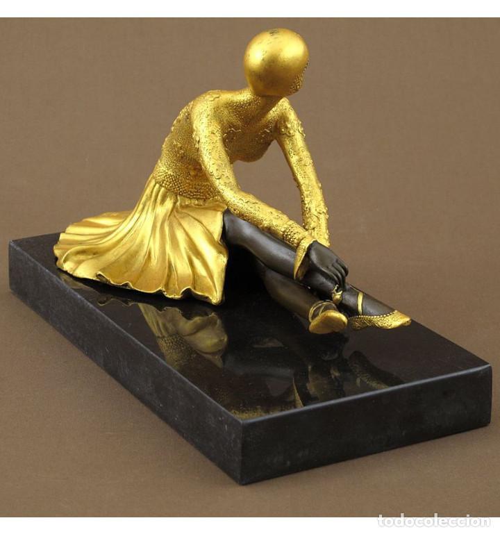 Arte: Esculturas. Escultura artesanal dorado en bronce a la cera perdida Mujer Art Decó sentada Tanara - Foto 5 - 98590075