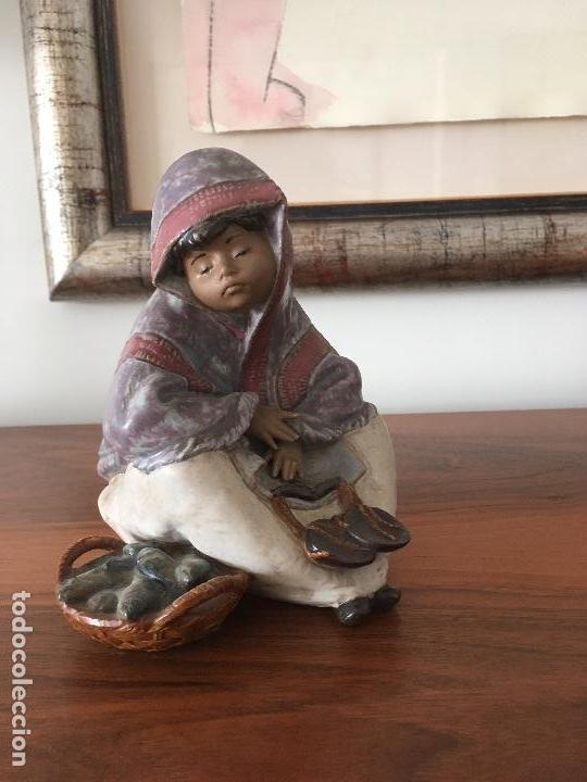 VENDEDORA DE PESCADO, GRES DE LLADRÓ (Arte - Escultura - Porcelana)