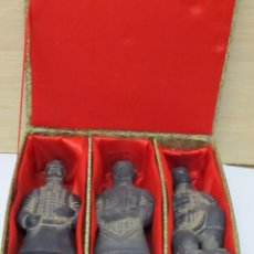 Arte: 3 FIGURAS CHINAS ANTIGUAS DE TERRACOTA, CON SU CAJA ORIGINAL. Lote 99653899