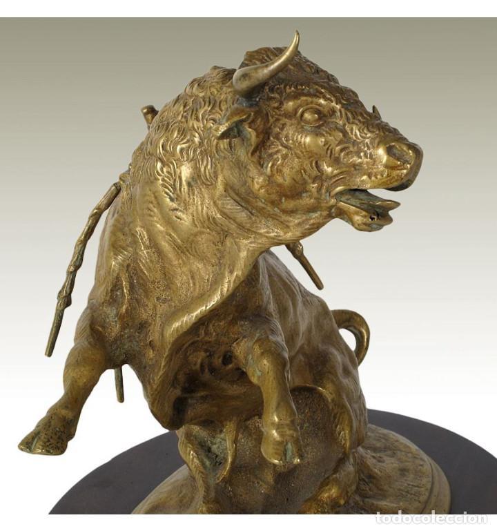 Arte: Esculturas. Escultura artesanal en bronce a la cera perdida Toro bravo con banderillas y estoque - Foto 4 - 100178495
