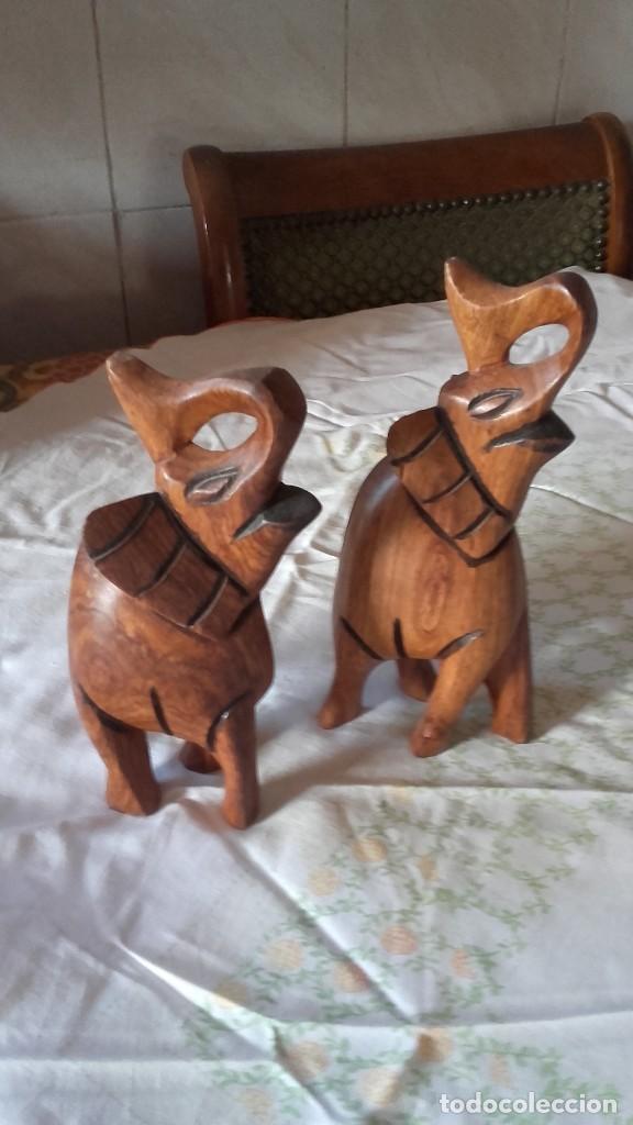 PRECIOSA PAREJA DE ELEFANTES TALLADOS EN MADERA NOBLE. (Arte - Escultura - Madera)