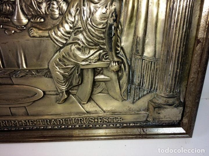 Arte: LA SANTA CENA. RELIEVE EN PLACA METÁLICA. COLOR PLATA. ANÓNIMO. ESPAÑA. CIRCA 1940 - Foto 5 - 100627487