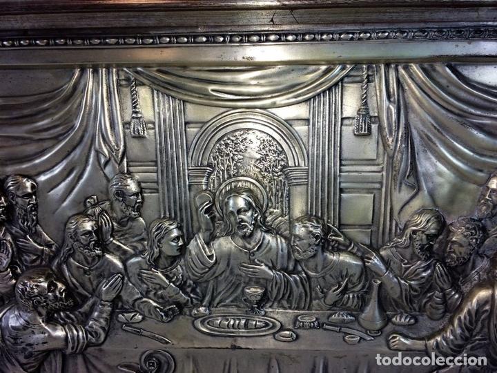 Arte: LA SANTA CENA. RELIEVE EN PLACA METÁLICA. COLOR PLATA. ANÓNIMO. ESPAÑA. CIRCA 1940 - Foto 6 - 100627487