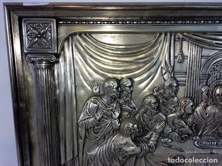 Arte: LA SANTA CENA. RELIEVE EN PLACA METÁLICA. COLOR PLATA. ANÓNIMO. ESPAÑA. CIRCA 1940 - Foto 7 - 100627487