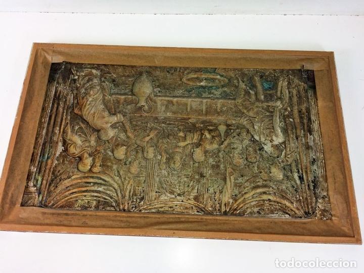 Arte: LA SANTA CENA. RELIEVE EN PLACA METÁLICA. COLOR PLATA. ANÓNIMO. ESPAÑA. CIRCA 1940 - Foto 9 - 100627487