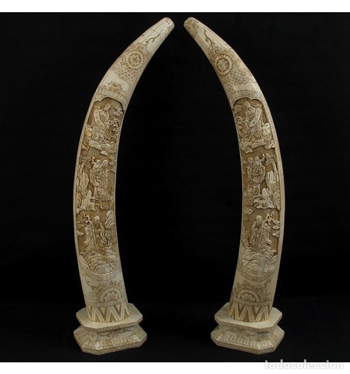 COLMILLOS DE PIE 077CM 3 DIOSES (PAREJA) EN HUESO TALLADO DE VACA O BÚFALO DE AGUA (Arte - Escultura - Hueso)