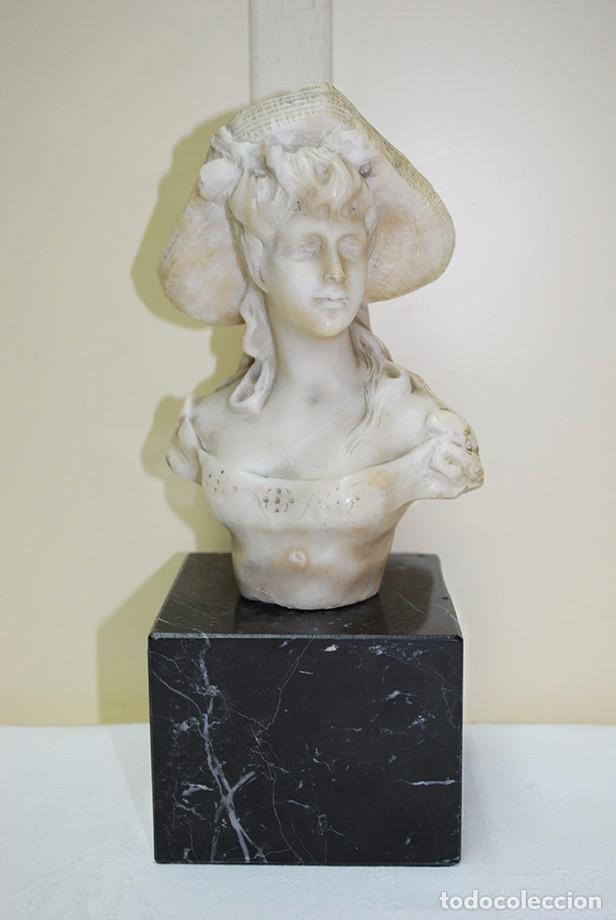 BUSTO ANTIGUO DE DAMA CON PEANA DE MÁRMOL (Arte - Escultura - Alabastro)
