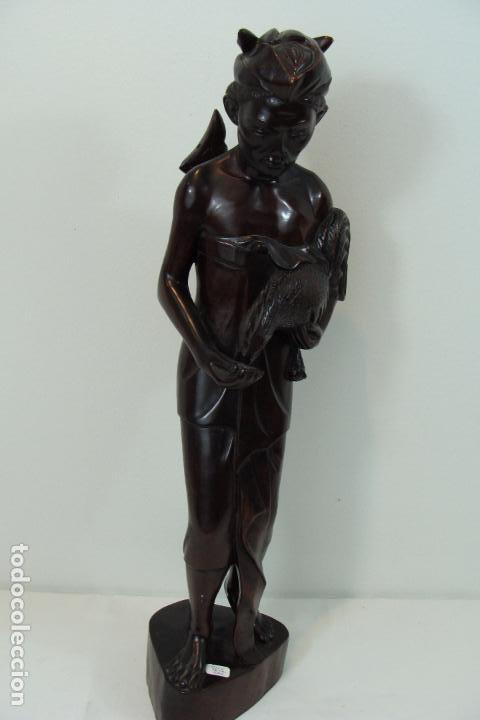FIGURA BALINESA DE MADERA - SIGLO XX (Arte - Escultura - Madera)