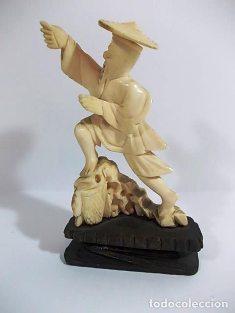 ANTIGUA ESCULTURA DE MARFIL HOMBRE PESCADOR (Arte - Escultura - Marfil)