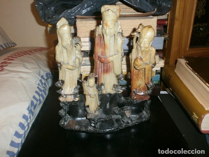 CONJUNTO ESCULTURA DIOSES CHINOS EN PIEDRA JABONOSA MEDIDA 22 X 26 CM. ALTURA 4 FIGURAS SOBRE PIEDRA (Arte - Escultura - Piedra)