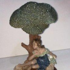 Arte: ESCULTURA PORCELANA TENGRA MUJER BAJO ÁRBOL. Lote 104800487