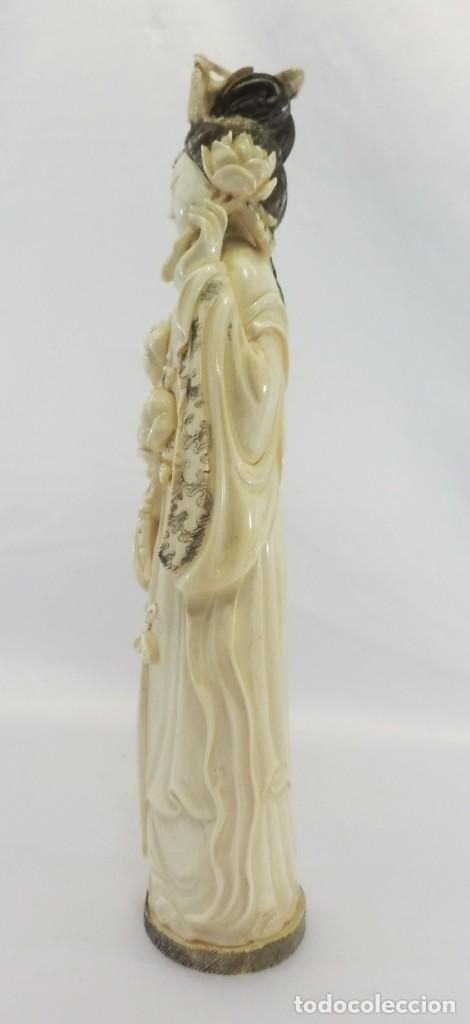 Arte: Preciosa talla de marfil del s XIX, Geisha con detalles cromados. 31 cm. - Foto 4 - 104934559