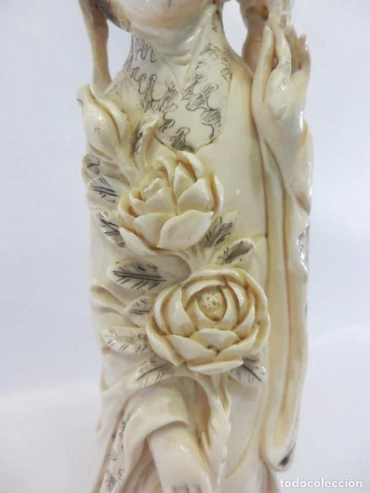 Arte: Preciosa talla de marfil del s XIX, Geisha con detalles cromados. 31 cm. - Foto 8 - 104934559