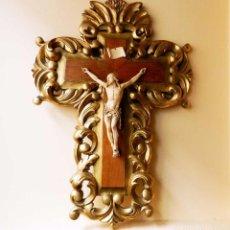 Arte: MAGNÍFICO Y REALISTA CRISTO, SOBRE CRUZ BARROCA. Lote 105667867