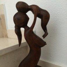 Arte: FIGURA DE MADERA TALLADA A MANO. Lote 107670332