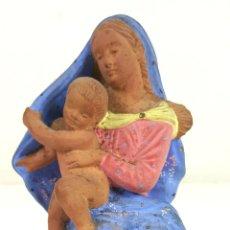 Arte: VIRGEN MARÍA CON JESÚS. ESCULTURA DE TERRACOTA. PINTADA A MANO. CIRCA 1960. . Lote 108042699