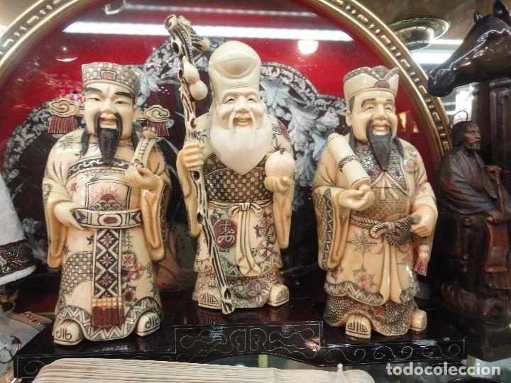 TRES DIOSES PROTECTORES DEL HOGAR (Arte - Escultura - Hueso)