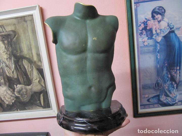 ANTIGUO TORSO EN BRONCE SOBRE PEANA DE MARMOL (Arte - Escultura - Bronce)