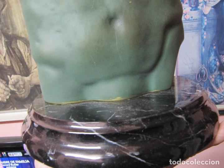 Arte: ANTIGUO TORSO EN BRONCE SOBRE PEANA DE MARMOL - Foto 6 - 110072699