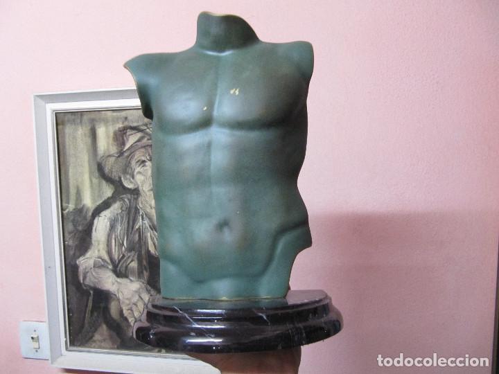 Arte: ANTIGUO TORSO EN BRONCE SOBRE PEANA DE MARMOL - Foto 10 - 110072699