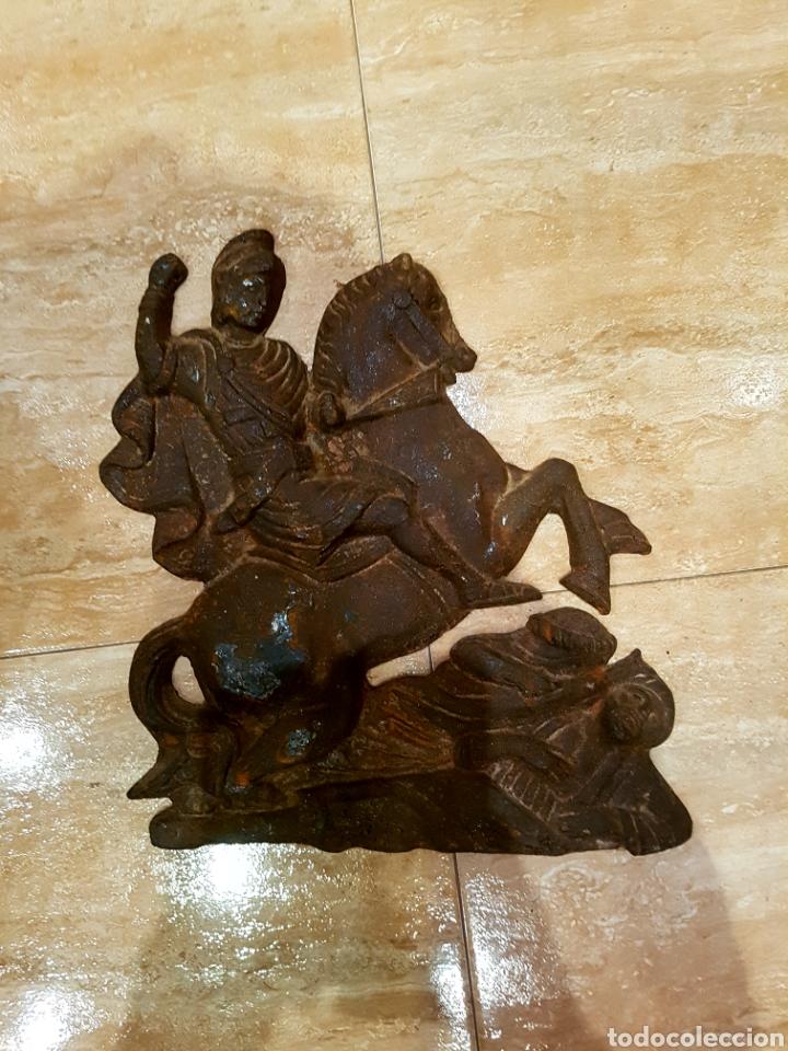 IMPORTANTE Y MUY ANTIGUO SAN JORGE EN HIERO FUNDIDO, VER FOTOS. (Arte - Escultura - Hierro)