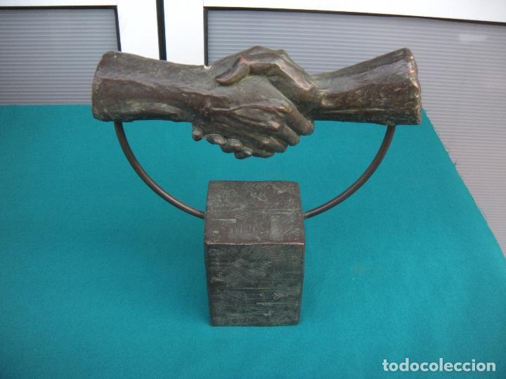 Arte: ESCULTURA L.M. LAFUENTE. APRETÓN DE MANOS. - Foto 7 - 112383739