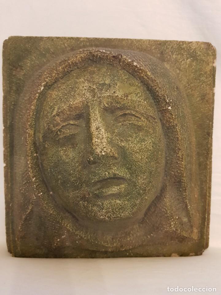 DOLOROSA DEL ARTISTA ESPAÑOL JOAQUÍN LUCARINI MACAZAGA (LANTARÓN 1905 – BURGOS 1969) (Arte - Escultura - Piedra)