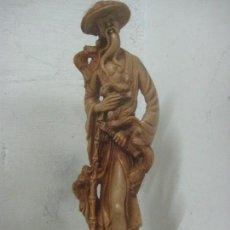 Arte: BONITA TALLA ORIENTAL EN MARFILINA, DE 37 CMS DE ALTA Y 1,4 KILOS DE PESO, CON MIL DETALLES. Lote 112980207