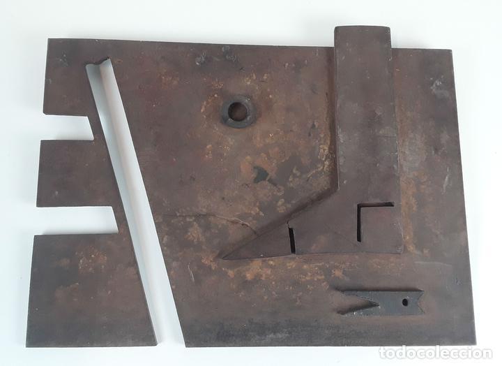 COMPOSICIÓN GEOMÉTRICA. ESCULTURA. JUAN LÓPEZ SALVADOR. CA 1990. (Arte - Escultura - Hierro)