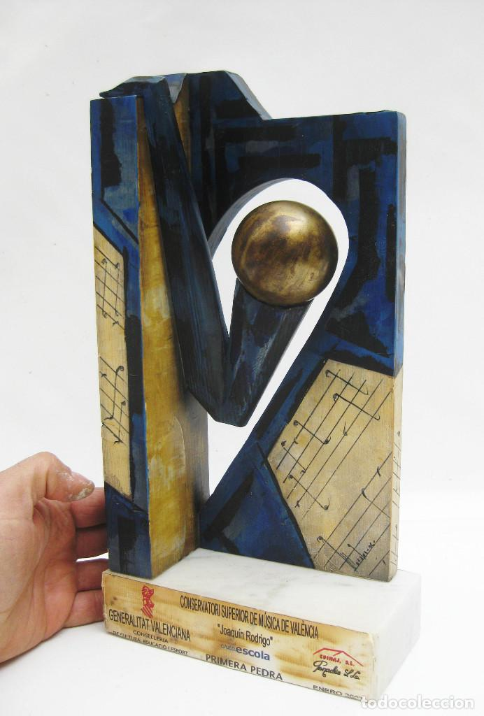 ESCULTURA PRIMERA PIEDRA CONSERVATORIO SUPERIOR DE MUSICA JOAQUIN RODRIGO VALENCIA MADERA PINTURA (Arte - Escultura - Madera)