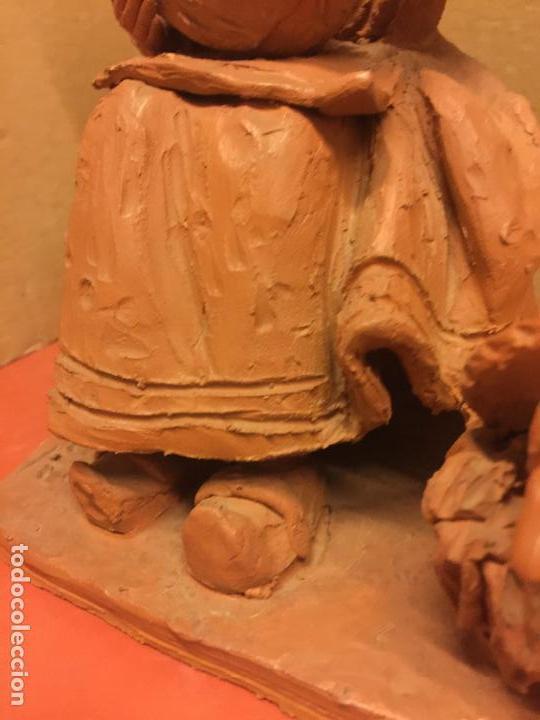 Arte: Escultura PASTORCILLA en terracota - Firmada en la base - Mide aprox 22,5cms altura. Preciosa - Foto 4 - 115792971