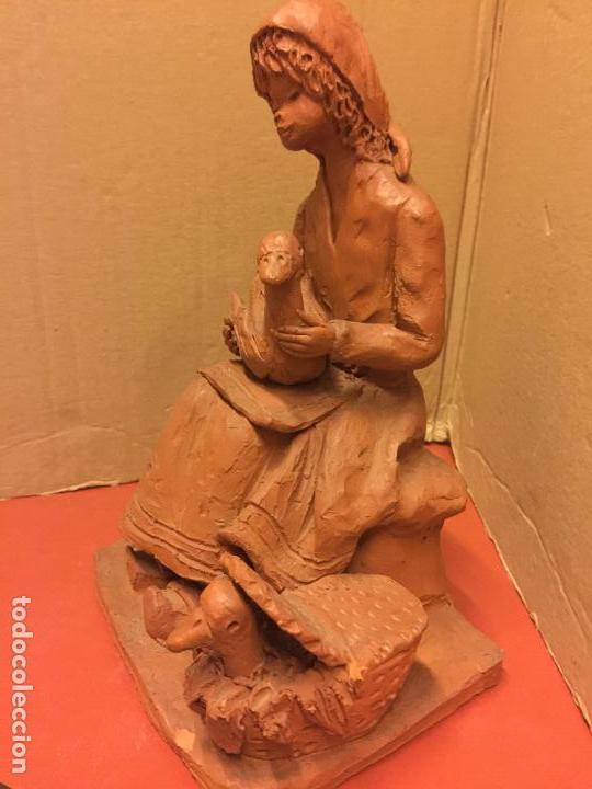 Arte: Escultura PASTORCILLA en terracota - Firmada en la base - Mide aprox 22,5cms altura. Preciosa - Foto 8 - 115792971