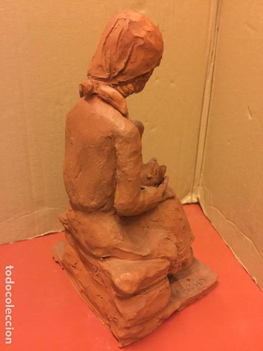 Arte: Escultura PASTORCILLA en terracota - Firmada en la base - Mide aprox 22,5cms altura. Preciosa - Foto 10 - 115792971