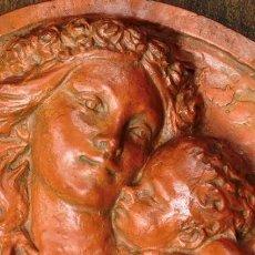 Arte: VENUS Y CUPIDO - RELIEVE EN TERRACOTA - ESTILO OREJUDO - ARTE MITOLÓGICO - ESCULTURA OVAL - BARRO. Lote 117038827