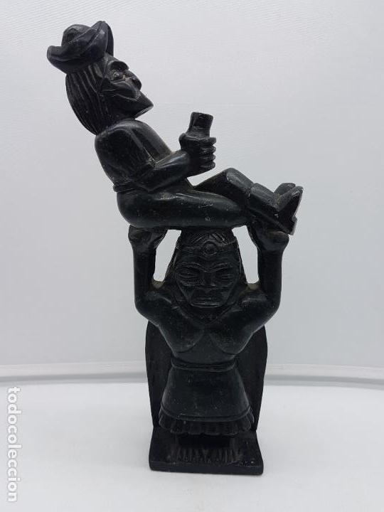 Arte: Impresionante gran escultura de indígena expulsando a un conquistador en piedra tallada. - Foto 2 - 119034719