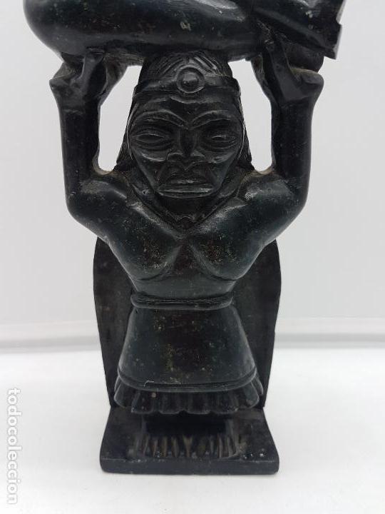 Arte: Impresionante gran escultura de indígena expulsando a un conquistador en piedra tallada. - Foto 4 - 119034719