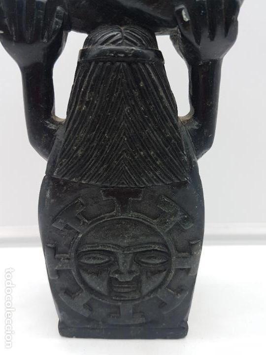 Arte: Impresionante gran escultura de indígena expulsando a un conquistador en piedra tallada. - Foto 7 - 119034719