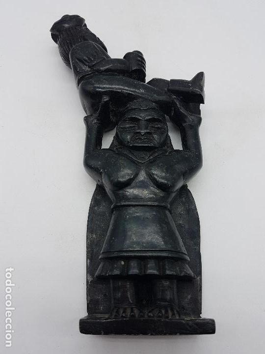 Arte: Impresionante gran escultura de indígena expulsando a un conquistador en piedra tallada. - Foto 8 - 119034719
