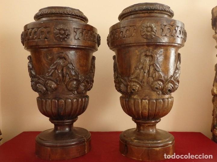 Arte: Gran pareja de pedestales en madera tallada de estilo neoclásico. 57 x 31 cm. Siglo XVIII. - Foto 3 - 119237231