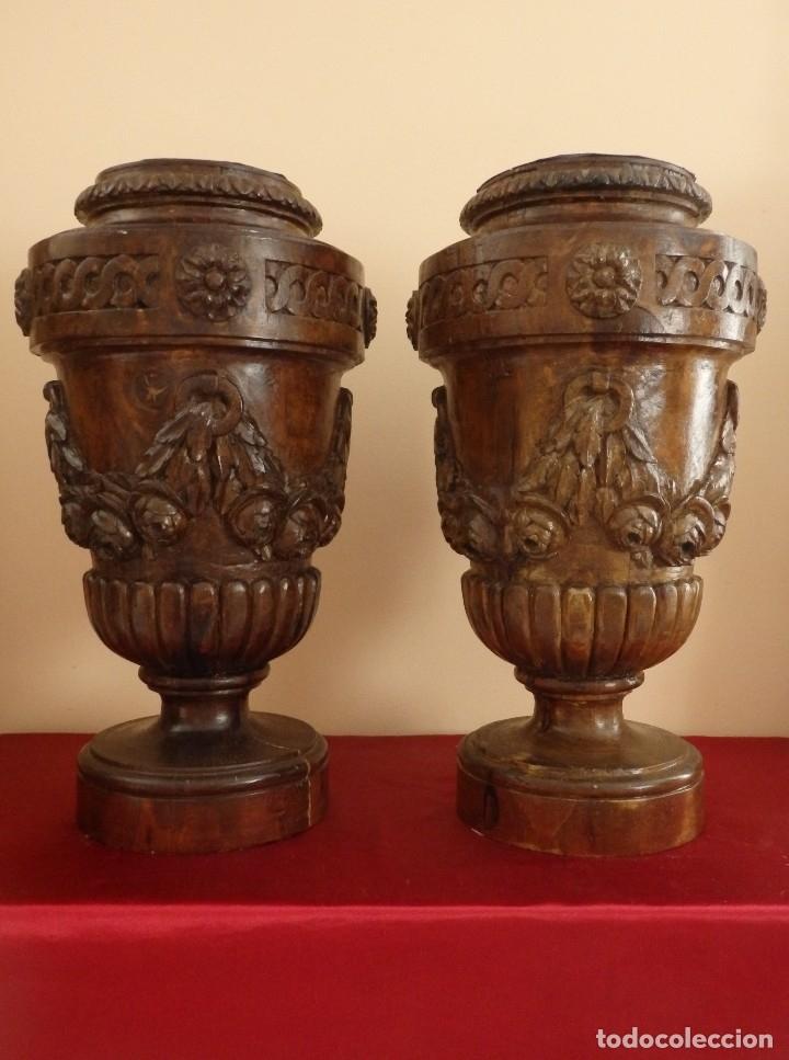Arte: Gran pareja de pedestales en madera tallada de estilo neoclásico. 57 x 31 cm. Siglo XVIII. - Foto 4 - 119237231