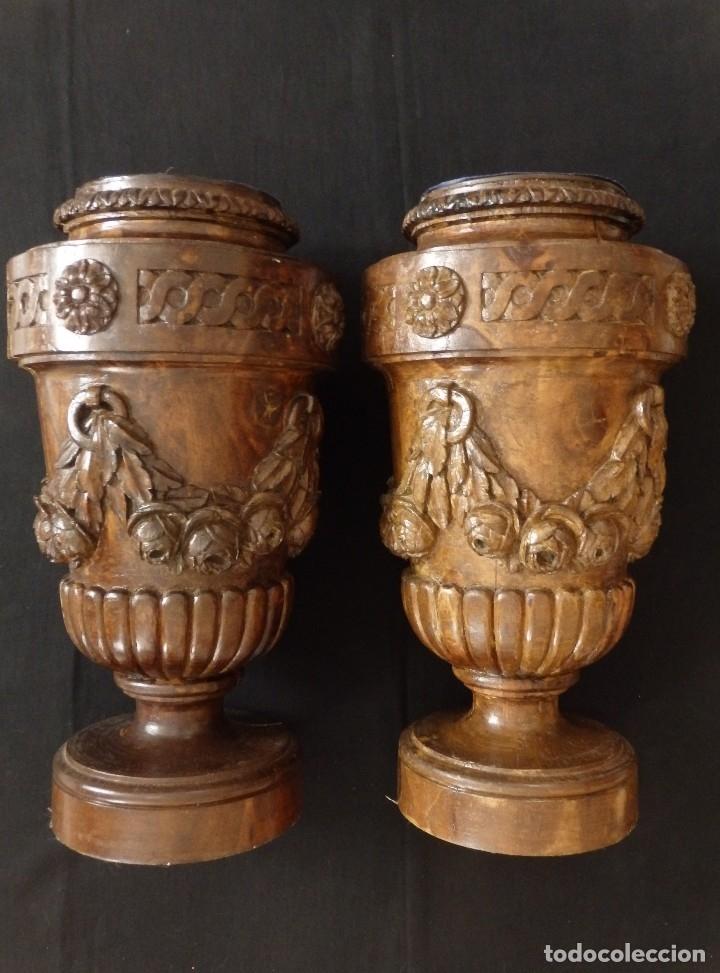 Arte: Gran pareja de pedestales en madera tallada de estilo neoclásico. 57 x 31 cm. Siglo XVIII. - Foto 12 - 119237231