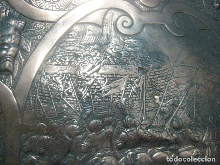 Arte: MAGNIFICO Y ANTIGUO ESCUDO DEL SIGLO XIX EN COBRE REPUJADO CON MOTIVOS GUERRA DE TROYA, 63 X 45 CMS - Foto 13 - 119454927