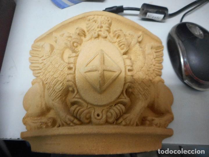 Arte: escudo generalitat catalunya realizado a mano por satorras con su libreto y caja original - Foto 5 - 121172847